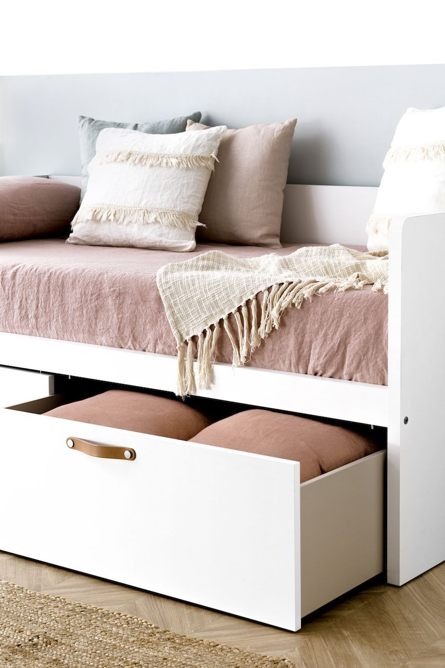 Tera cama com 2 gavetas