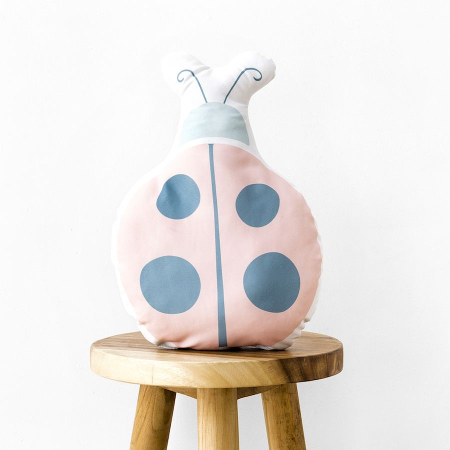 Libby ladybug cojín