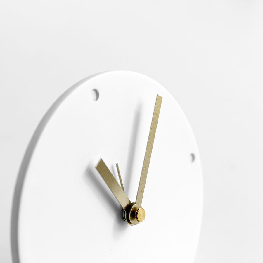 Round relógio branco